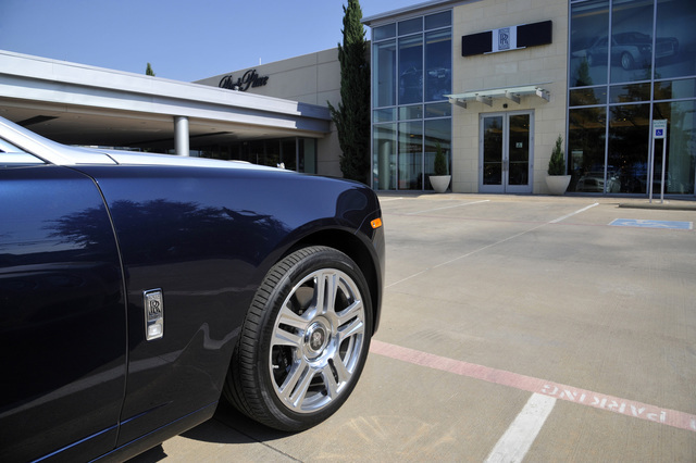 Rolls royce the art of the drive park cities online for Rolls royce motor cars dallas